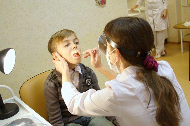 Увеличены подчелюстные лимфоузлы у ребенка: причины и лечение