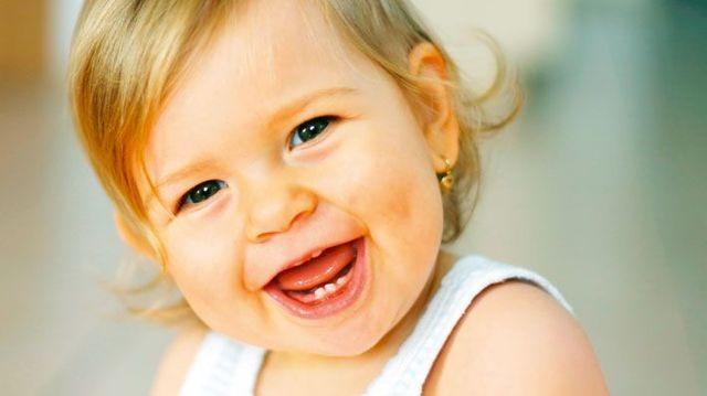 Кислый запах изо рта у ребенка: причины, возможные заболевания лечение