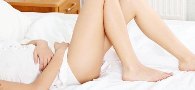 Тянет низ живота, а месячных нет: почему не начинается менструация?