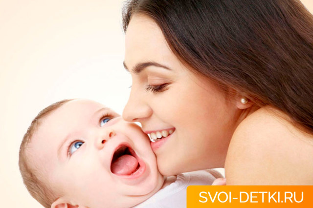 Ребенок родился с зубами: причины, что делать, удаление, приметы