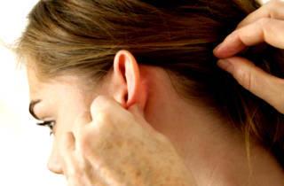 Что делать если опухло около уха на щеке