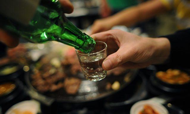 Можно ли пить алкоголь после анестезии зуба: как реагирует организм