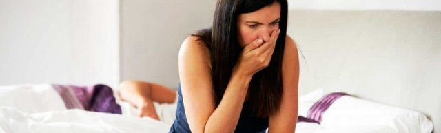Тошнит перед месячными: причины, как убрать дискомфорт