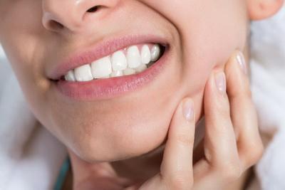 Сложное удаление зуба: проведение операции и сколько болит десна