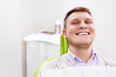 Лазерная чистка зубов от камня: противопоказания к проведению процедуры