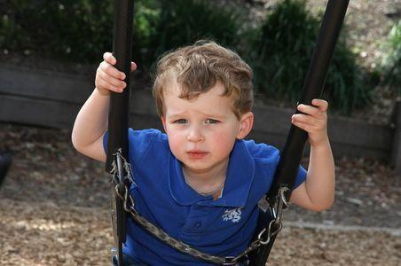 Ребенок содрал десну: фото, что делать и куда бежать?