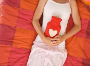 Кровяные выделения через неделю после месячных: причины и методы лечения