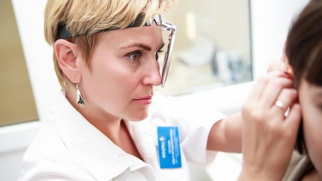 Увеличение лимфоузлов за ухом: причины, симптомы, диагностика и лечение