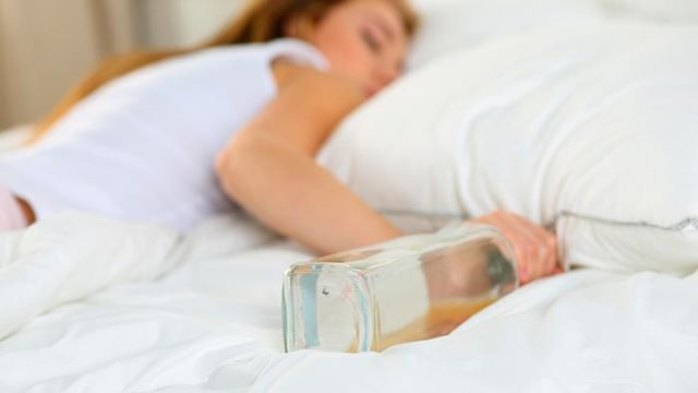 Почему во сне текут слюни у взрослого человека: причины слюноотделения