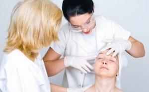 Можно ли делать пилинг во время месячных: 4 вопроса врачу
