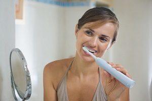 Различия между звуковыми, ультразвуковыми и обычными зубными щетками