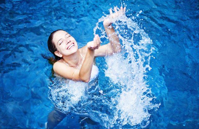 Можно ли купаться во время месячных и какими средствами пользоваться