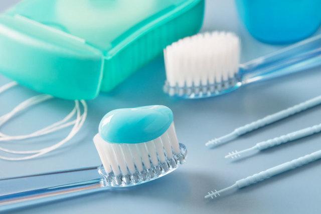 Профессиональная чистка зубов детям: виды, показания и противопоказания