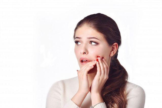 Немеет нижняя или верхняя челюсть: причины, что делать