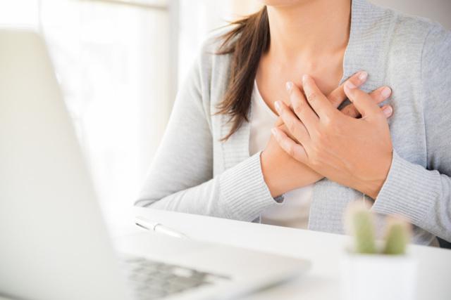 Отечность, боль в груди: когда начинать беспокоиться?