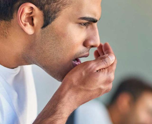 Неприятный запах от десен: причины появления, способы решения проблемы