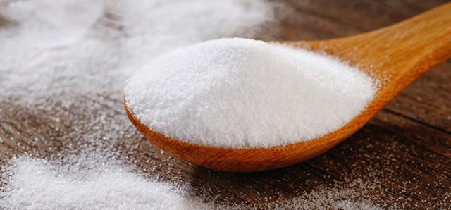 Чистка зубов солью : вред или польза, как использовать правильно?