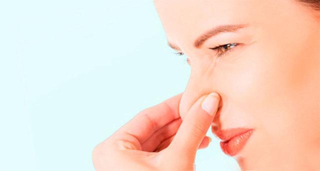 Неприятный запах перед месячными, выделения из влагалища: причины